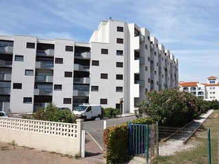 Le Barcares Apartment Sleeps 6 with WiFi - 5569026