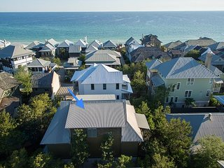 Villa Rose Cottage - Huge Home seconds to beach - Southside in Rosemary.