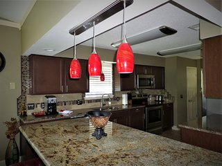 Amazing Remodeled Luxury Condo-Heart of Branson-Indoor Pool-Large & Affordable
