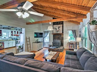 NEW! Luxurious Cleveland Cabin 10 Miles to Helen!