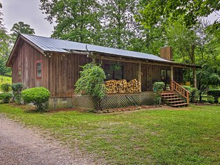 'The Cotton Pickin' Farmhouse' sleeps 8!