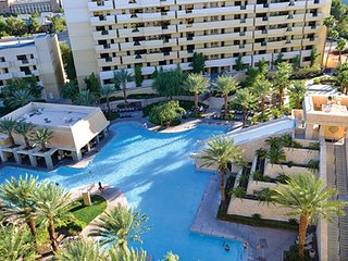 2 BDRM CONDO~ CANCUN RESORT LAS VEGAS~ GREAT POOLS~ FULL KITCHEN~ GARDEN TUB!!
