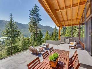 The BEST Private Mountain Modern Home Nr Suncadia-Amazing Views-Hot Tub
