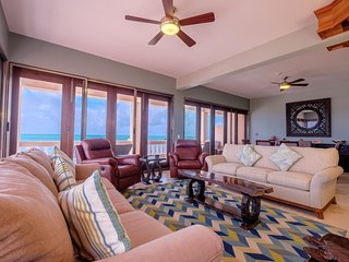 Top-floor oceanfront luxury condo! 3 shared pools, kayaks, & paddle boards!