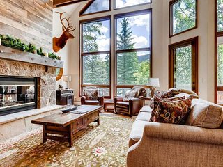 Gorgeous ski-in/ski-out townhome with mountain views - Upslope at The Pines