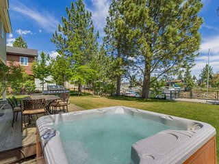 Lean back and relax in your private hot tub on the back deck - perfect after a long day of skiing or watersports.