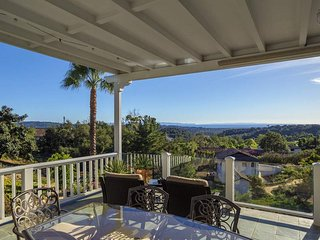 Ocean views on 1.3 acres, perfect for intimate events! - Ocean Vista Retreat