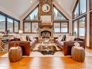 Immaculate home in Beaver Creek, ski in, private hot tub - Three Cheers