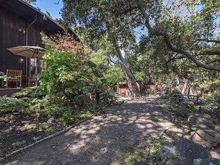 Custom creekside home in beautiful natural setting - Creekside Haven