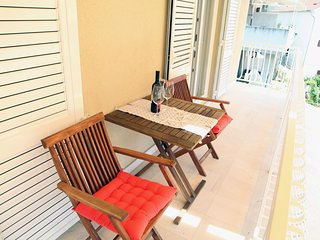 Apartments Brodarica Center - Two Bedroom Apartment with Balcony and Sea View