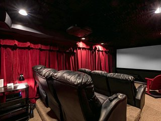 Extraordinary Peak 7 escape- private hot tub, game room, home theater - Seventh