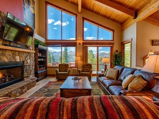 Beautiful home with views, hot tub, near shuttle - Firelight Luxury