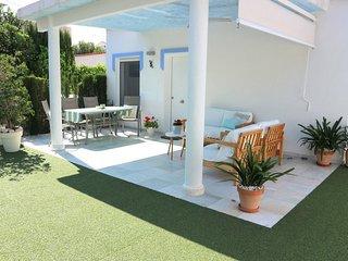 Villa en primera linea playa de arena. Wifi gratis. A/A. Villa Juan Miguel