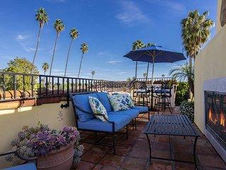 Short term rentals permitted! Luxury West Beach condo, rooftop deck - Mykonos