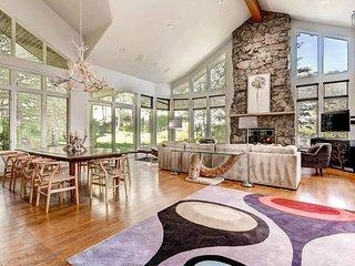 Spacious home in Arrowhead, shuttle ride from slopes - The Ridgeside Retreat