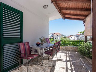 Holiday Home Lucy - Two Bedroom Apartment with Terrace and Sea View