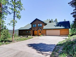 Beautiful Family Home with Hot Tub, Large Deck with Amazing Views - Snow