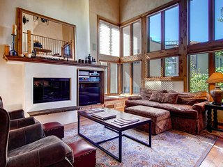 Mountain village core, media room, walk to ski - Shirana Penthouse