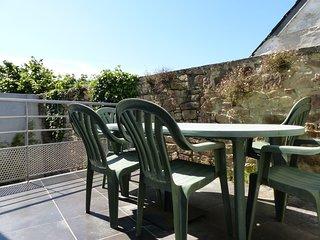 Sunny house w/ terrace & nice views