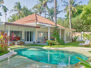 Secret Haven: 2 BR private villa with pool