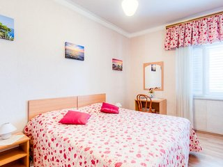 Guest House Villa Nina- Triple Room with Garden View (S3 - poviše komina)