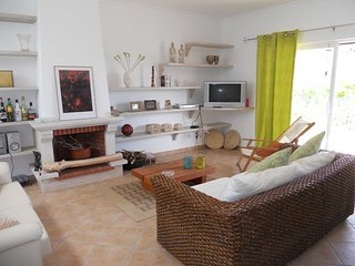 Central, walking distance to beaches, Old Town and The Strip, pool, tennis, wifi