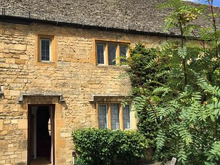 Charming Cotswolds Cottage, High Street, Moreton in Marsh