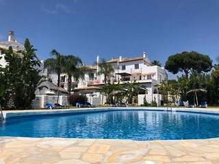 1 bedroom Apartment with Pool, WiFi and Walk to Beach & Shops - 5633920