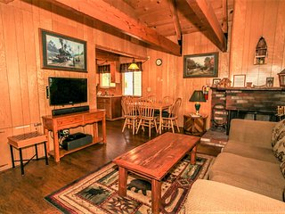 ~A Main Escape~Furnished Downtown Cabin~Walk To Lake & Village~