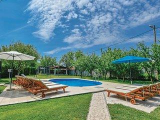 5 bedroom Villa in Ðuzeli, Splitsko-Dalmatinska Županija, Croatia : ref 5562049