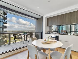 Stylish Apartment With Views at Docklands Waterfront