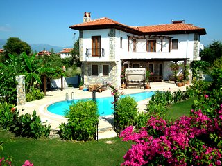 Villa Iris - 5 Bedrooms (sleeps up to 10 people)