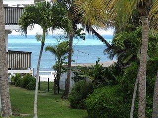 appartement T3 clair et ventile, mer, piscine, au centre de la Guadeloupe