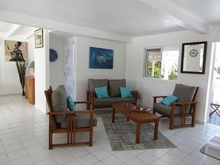 appartement T3 clair et ventilé, mer, piscine, au centre de la Guadeloupe
