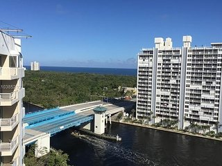 Penthouse suite, Ocean view, amenities by Hilton, walk to beach or Galleria mall