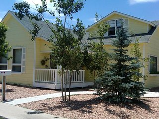 Casa del Norte, sunny 3 bedroom/1 bath walking distance to downtown & Route 66