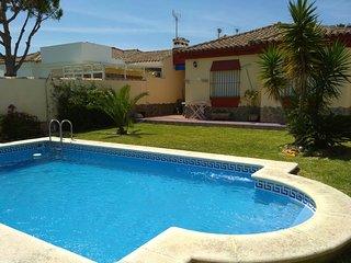 Chalet con piscina.- Costa Santi Petri