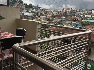 2 BR/2 Bathroom / Free Parking: Vacation Home in Baguio City