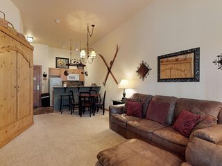 NEW LISTING! Upgraded, ground-level condo w/shared hot tub & pool, ski area view