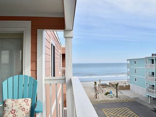 Ocean front condo 3 Bedrooms. Ocean view from Deck :)