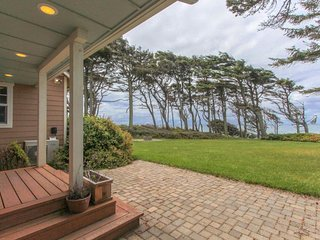 Lovely remodeled farmhouse with beautiful ocean views near the beach