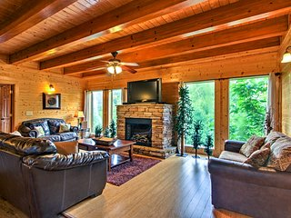 Spacious Sevierville Cabin w/ Mtn Views & Hot Tub!