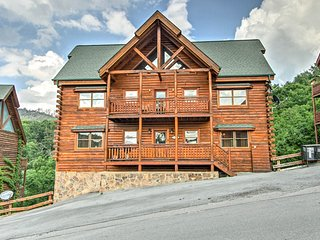 NEW-Large Sevierville Cabin w/Mtn Views & Hot Tub!