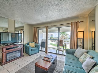 NEW! Galveston Condo w/Pool Access-Walk to Beach!