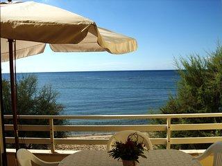 Appartamento su spiaggia, fronte mare, a 10 metri dalla linea di riva, 1° piano