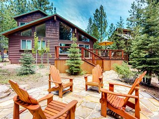 Lovely home w/shared pool, hot tub, golf & more-near lake & slopes