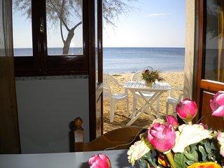 Appartamento su spiaggia al piano terra, a circa 10 metri dalla battigia