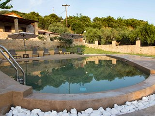 Stone Luxury Villa★ Pool with Hydromassage★ Sea & Mountain view★ BBQ★Jacuzzi