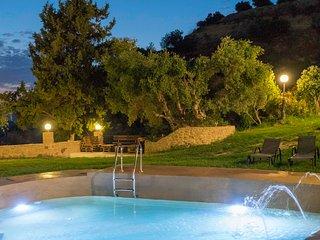 Stone Luxury Villa★ Pool with Hydromassage★ Sea & Mountain view★ BBQ★Jacuzzi