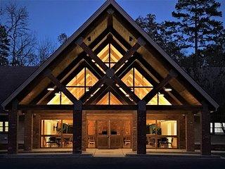 Tucker Lodge: Beautiful Lakeside w/ Boat Ramp - Large Groups - Sleeps 44 people